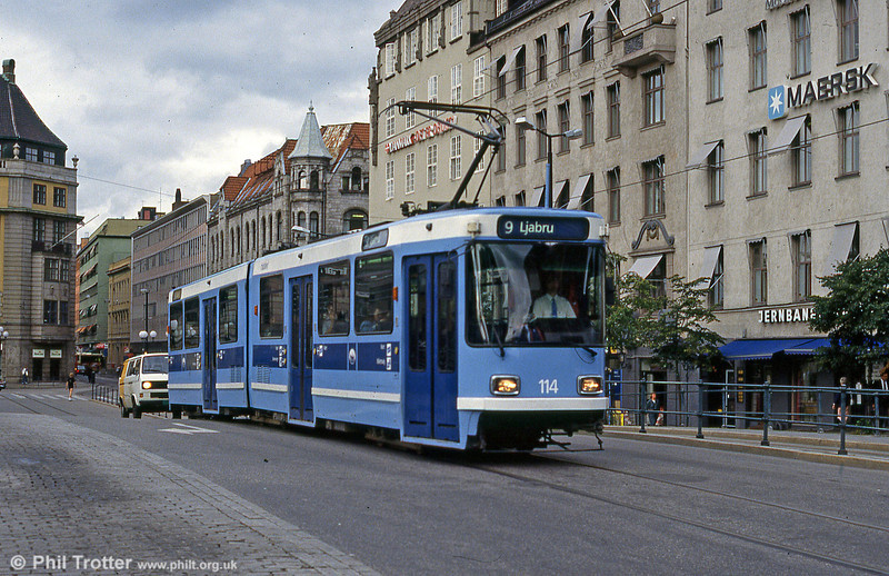 Oslo 114 at Jernbanetorget on 8h August 1991.