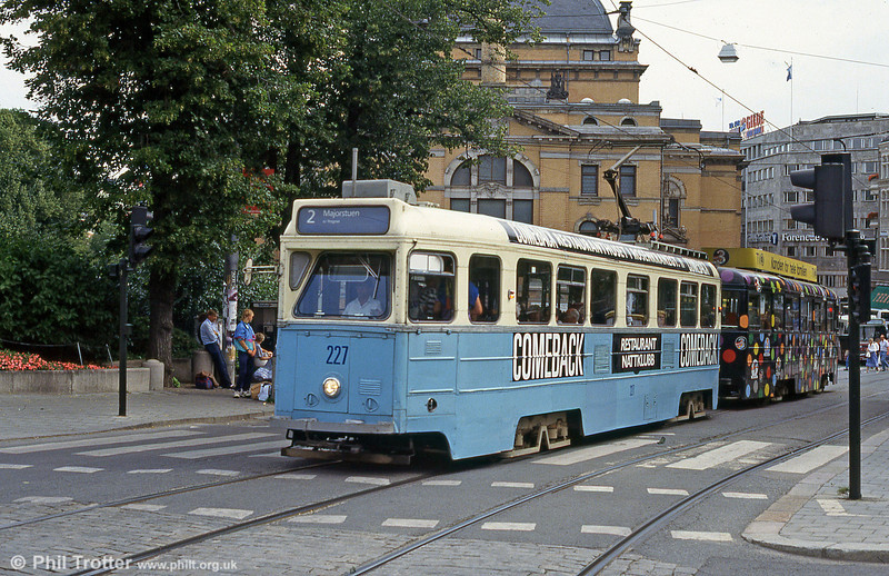 Oslo car 227 at the National Theatre, 5th August 1991. This design of car was built in the early 1950s by Hoka, during the expansion of the Oslo system.