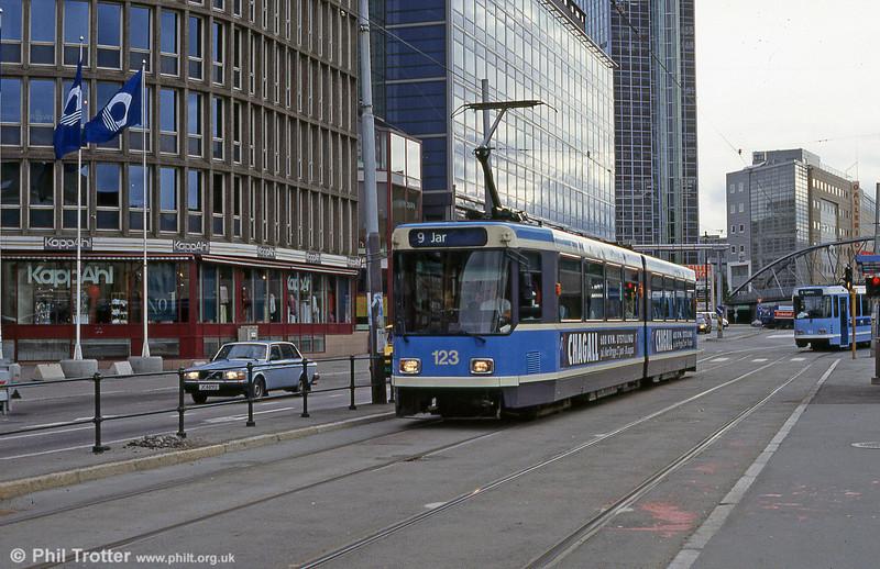 Oslo 123 at Jernbanetorget on 8h August 1991.