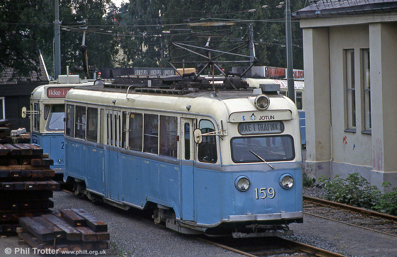 "Car 159 at Holtet Depot on 5th August 1991. Class B and Class E, normally referred to as Gullfisk (Norwegian for ""goldfish""), were a class of 46 trams built by Strømmens Værksted and Skabo Jernbanevognfabrikk in 1937 and 1939. Prototypes nos. 158 and 159 were equipped with four 36.5-kilowatt (48.9 hp) Vickers 116E motors. This was a compound motor with regenerative brakes. The trams had sixteen regulating notches and were very complicated to operate. The technology had previously been used in Birmingham, but there the tram company had discontinued them quickly because of their complexity. This complicated set-up was part of the reason for the fatal accident in Sannergata in 1937."