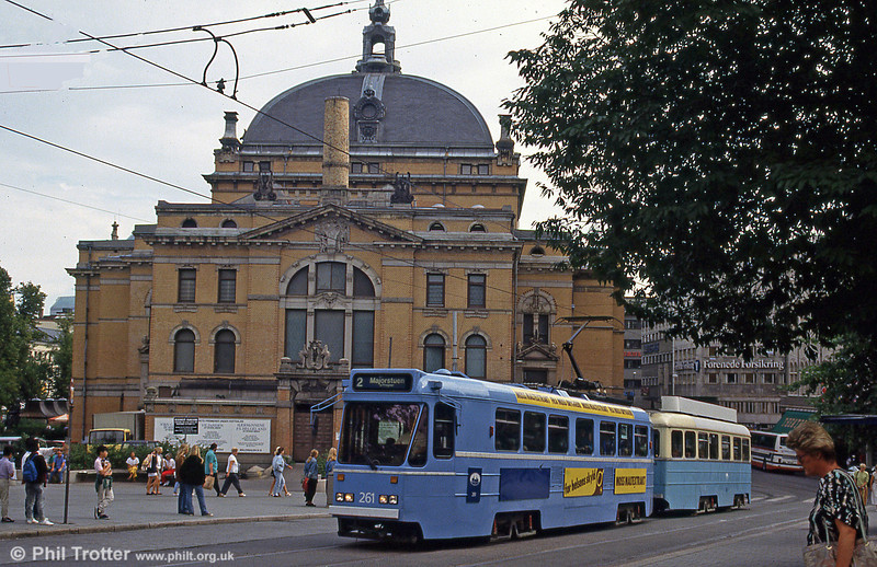 Car 261, one of the rebuilt Høka cars, at the National Theatre on 5th August 1991.