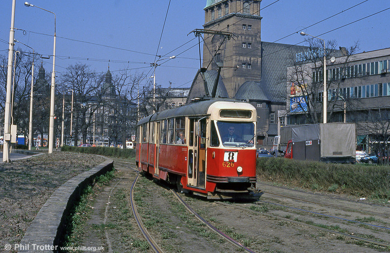 Konstal 102Na 626 at Plac Zwycięstwa. the 102Na model was produced between 1970 and 1973 .