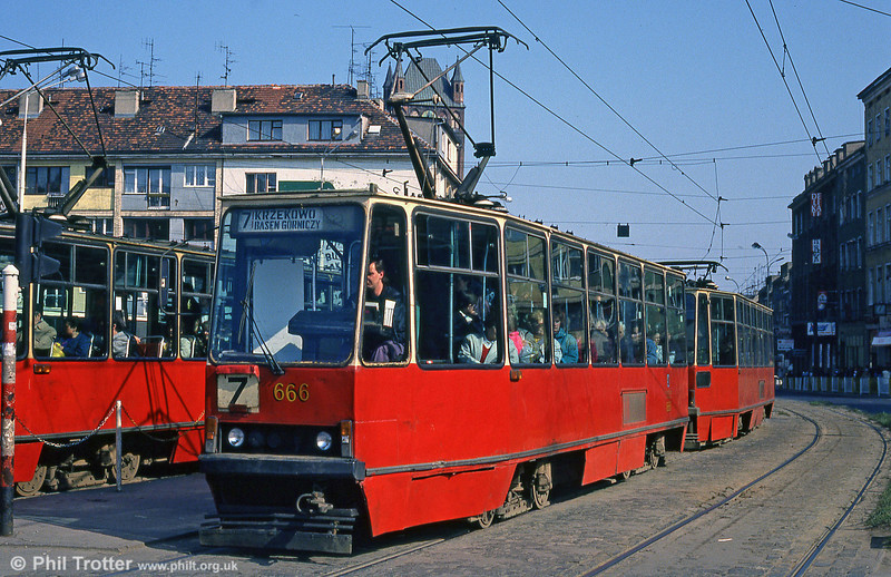 Konstal 105N no. 666 at Brama Portowa.