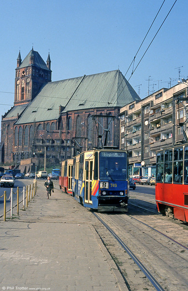 Konstal 105Na no. 749 in advertising livery at Wyszyńskiego with the Cathedral Basilica of St. James the Apostle in the background.