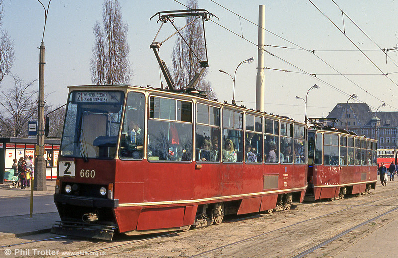Konstal 105N no. 660 at Wyszyńskiego. The angular 105N saw production between 1973 and 1979.