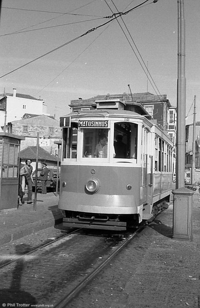 Oporto 141 at Infante terminus in June 1983. The car dates from 1910.