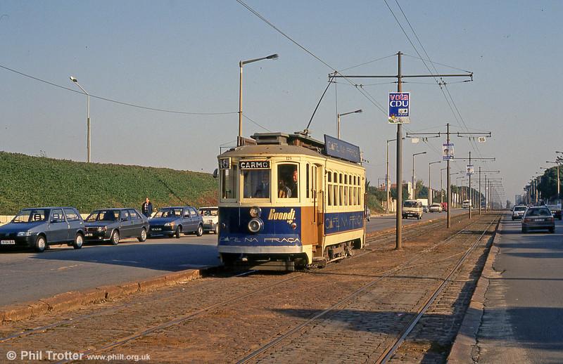 Brill rebuilt no. 129, dating as far back as 1910, in Avenida do Boavista near Castelo do Queijo on 26th November 1993.