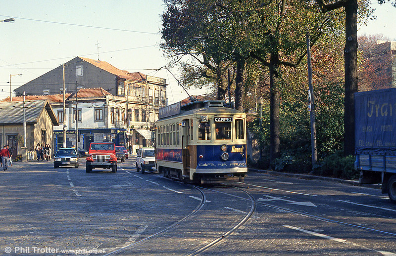 Oporto 129 turning at Rotunda da Boavista on 26th November 1993.