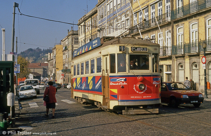 Oporto 280 at Rua Nova Alfândega, Infante on 26th November 1993.