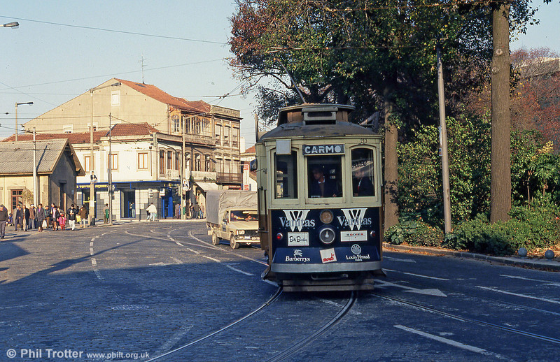 A second view of Oporto 213 turning at Rotunda da Boavista on 26th November 1993. This area has since been substantially modernised.