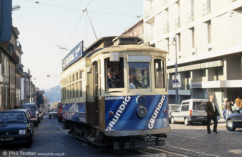 Oporto 203 climbs through Rua Restauração on 26th November 1993.