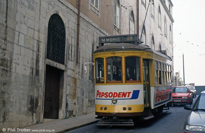 Car 702 in Rua Vítor Cordon on 27th November 1993.