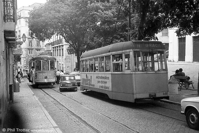 A rear view of single-ended Lisbon rebuild 486. The traffic situation ahead can best be described as 'interesting', with the Mini driver clearly risking life and limb!