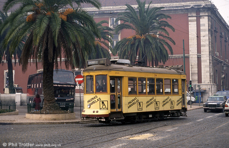 Lisbon 714 turning at Rua Alfandega on 27th November, 1993.