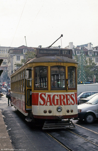 Car 324 at Praça da Figueira on 22nd November 1993.