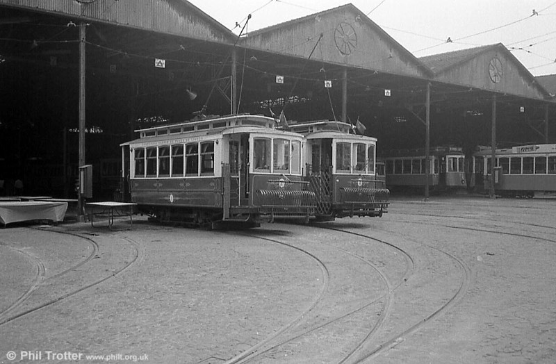 Lisbon 1 and 2 were originally built in 1901. They were refurbished as tourist cars in 1975.