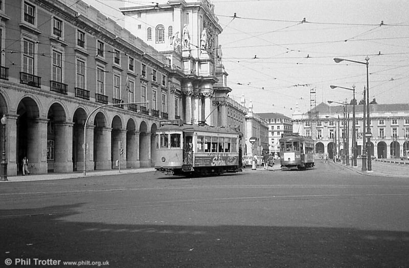 A pair of hilly route cars (denoted by the white square on the truck) at Praca Do Comercio.