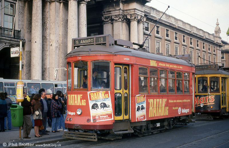 The fact that Lisbon has trams advertising rat poison tells its own story. (The writer actually found cockroaches more of a problem.). Anyway, this is car 710 loading at Praça do Comércio on 25th November 1993.