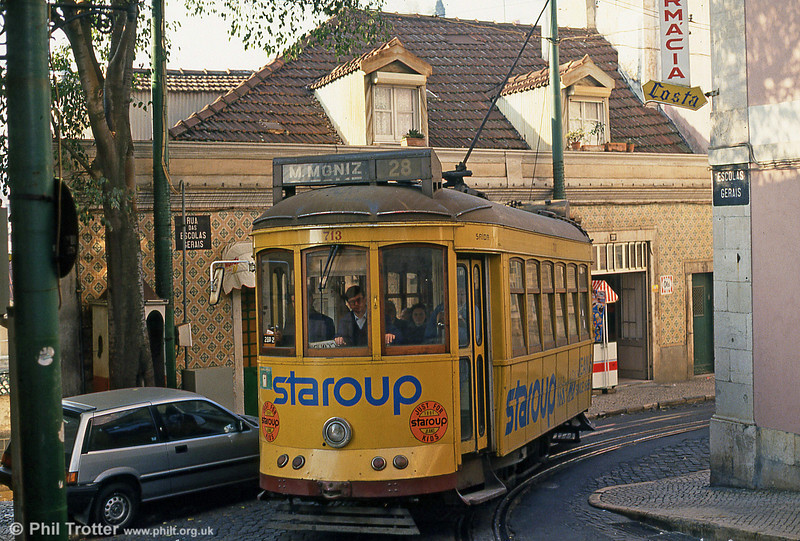 Car 713 at the junction of Escolas Gerais and Rua das Escolas Gerais on 25th November 1993. Note the 'sentry box' (left) for the use of a handsignalman on this blind corner.