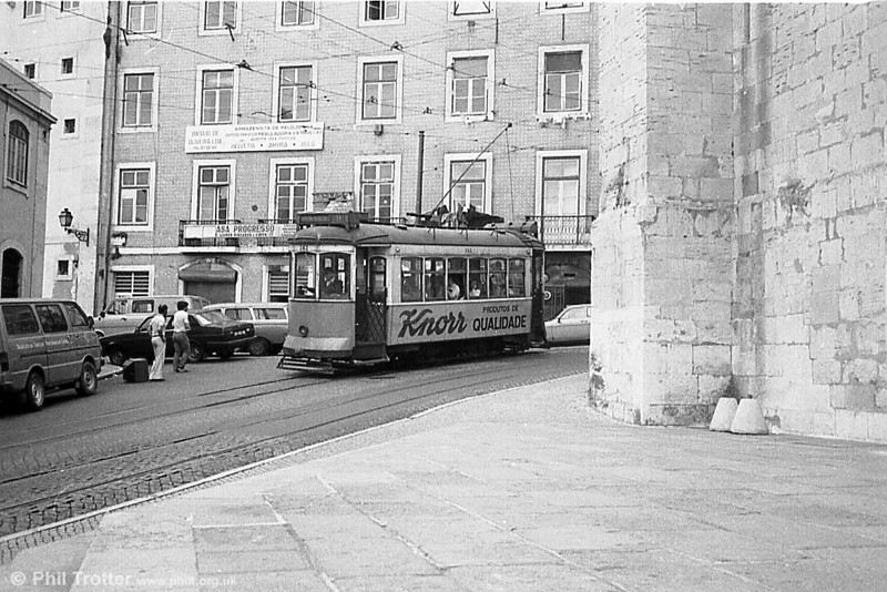 Lisbon 242 passes the cathedral on route 11, the Graca circular service (route 10 went in the opposite direction).