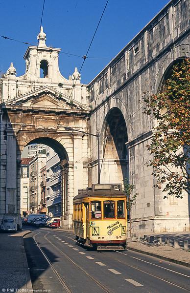 Car 718 at Rua das Amoreiras on 24th November 1993.