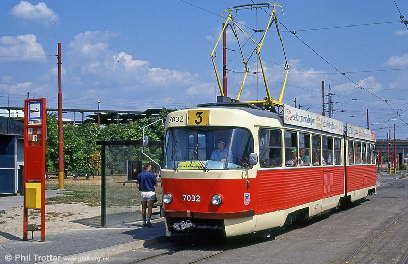 Bratislava Tatra K2 7032 at Vinohrady turning circle on 16th August 1992.