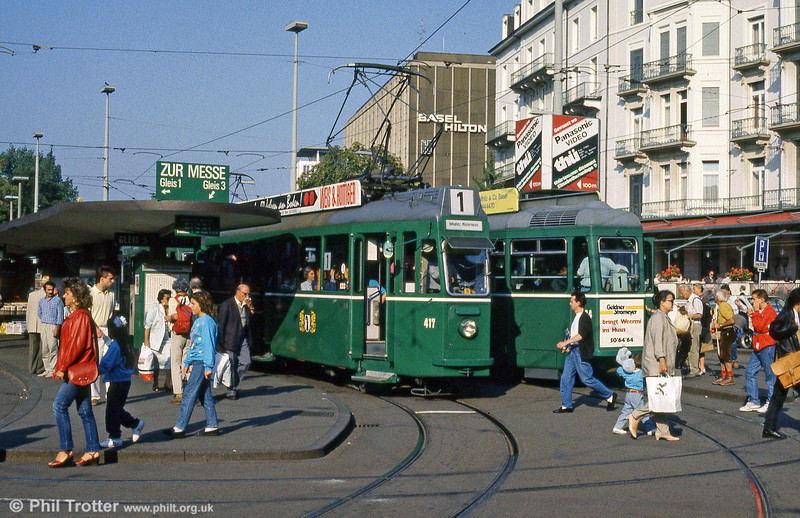 Car 417 and a busy scene at the Hauptbahnhof on 7th September 1989.