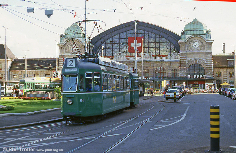 Car 454 in front of the Hauptbahnhof on 31st July 1993.