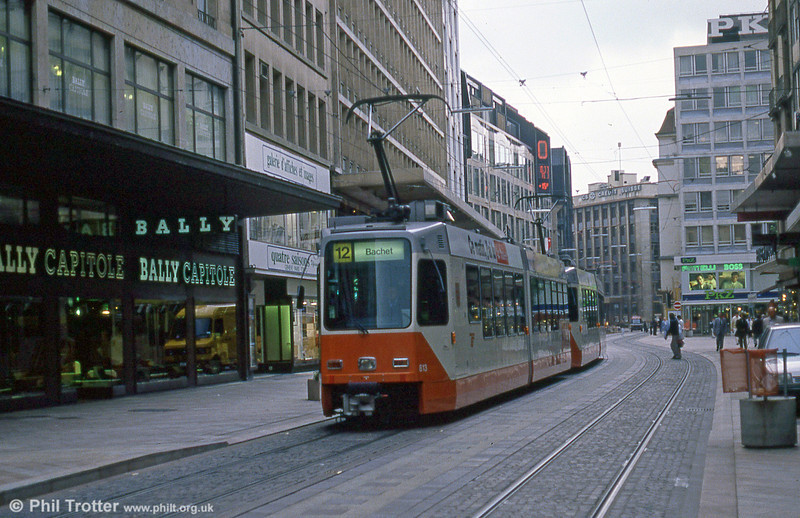 Car 813 at Rive on 4th September 1989.