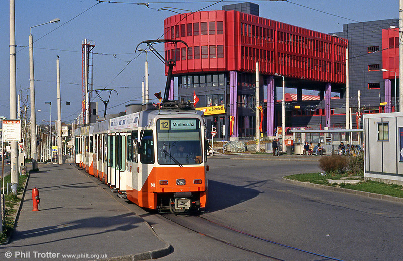 Car 801 passes the impressive depot at Bachet on 12th April 1992. To connect the new depot with the existing network, line 12 was extended on 27 September 1987 by one kilometre from Carouge to Bachet.