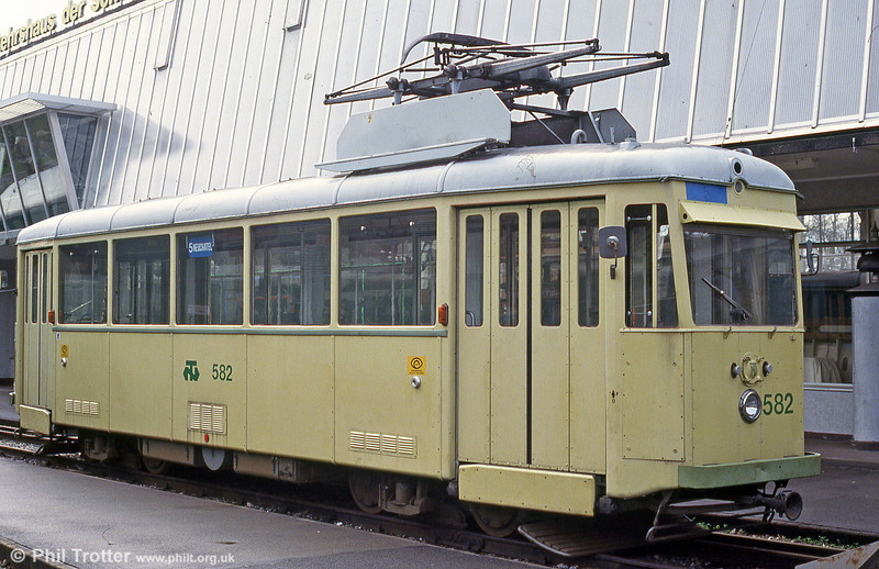1947-built 582 at the Verkehrshaus Luzern on 19th April 1992. Three of these cars were operated until