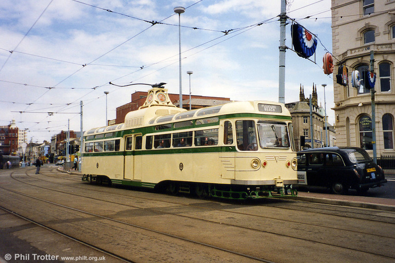 Coronation 660 at Talbot Square on 4th July 1994.