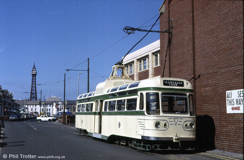 Coronation 660 in Blundell Street prior to an enthusiasts' tour on 5th May 1991.