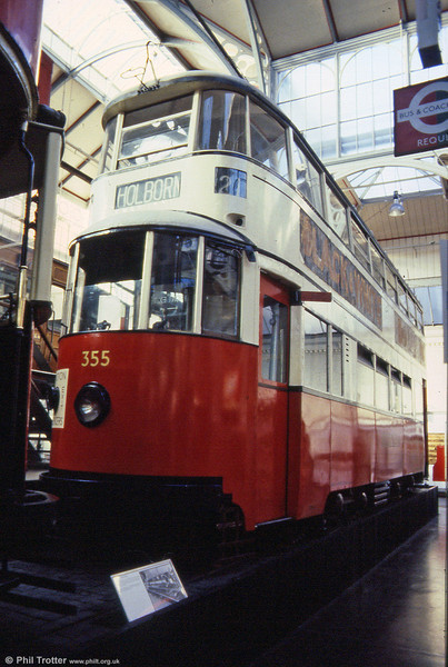 On withdrawal from London in 1950, MET 355/LT2099 became one of 90 Felthams which passed to Leeds City Transport where they were numbered 501-590. LT Museum, 1989.