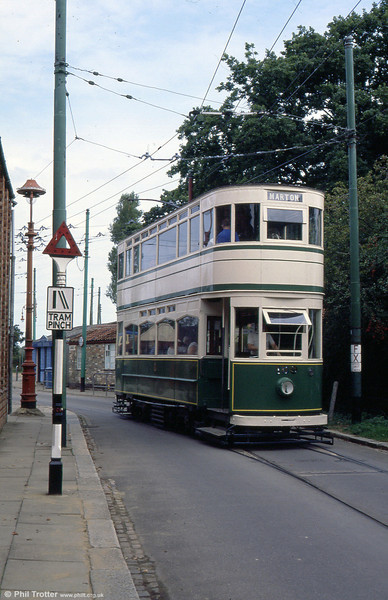 Blackpool 159 at the EATM on 2nd September 1990. Note the vintage 'Tram Pinch' road sign.