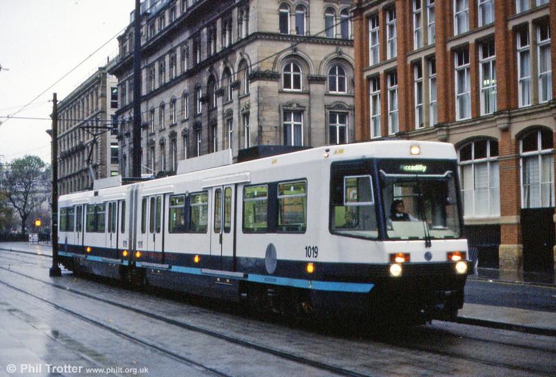 Car 1019 passes through Aytoun Street on 9th November 1992.