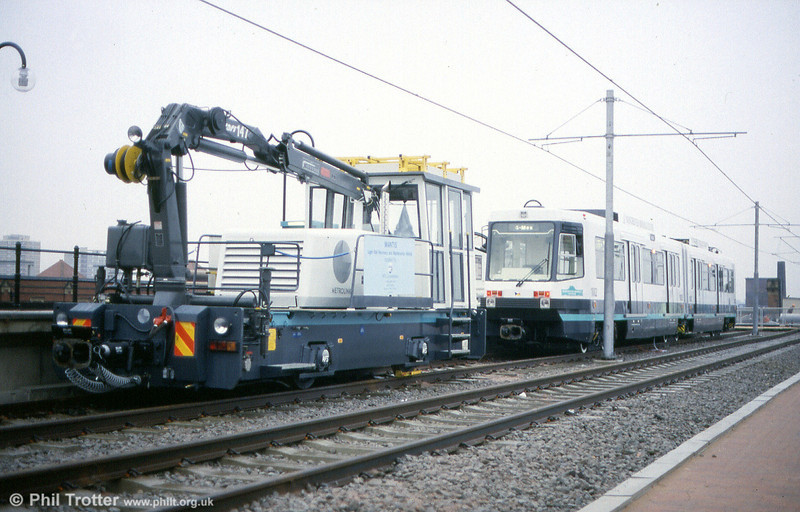 Metrolink's 4wDH SPV and car 1002 'Manchester Arndale Voyager' on display at G-Mex on 21st November 1991.