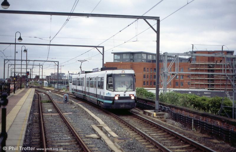 1015 'Skill City' on Cornbrook Viaduct on 26th June 2004.