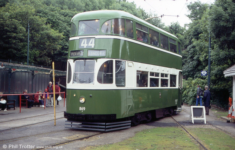Liverpool 869 is a survivor of that city's 'Green Goddess' cars and was built in 1936. It is seen at Wakebridge on 20th June 2004.