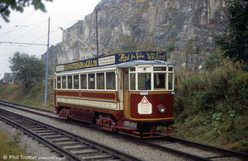 Gateshead 5 passes the quarry on 29th September 1991.