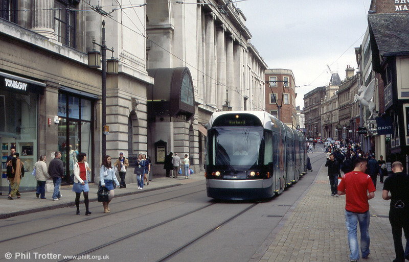 Nottingham NET car 201 in Cheapside on 29th May 2004. Fleet numbering starts from 201 for the fifteen cars. As in Croydon, the first fleet number follows on from the highest numbered first generation Nottingham tram.