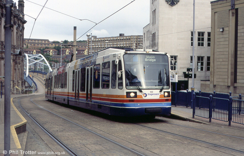 122 at Fitzalan Square on 20th June 2004.