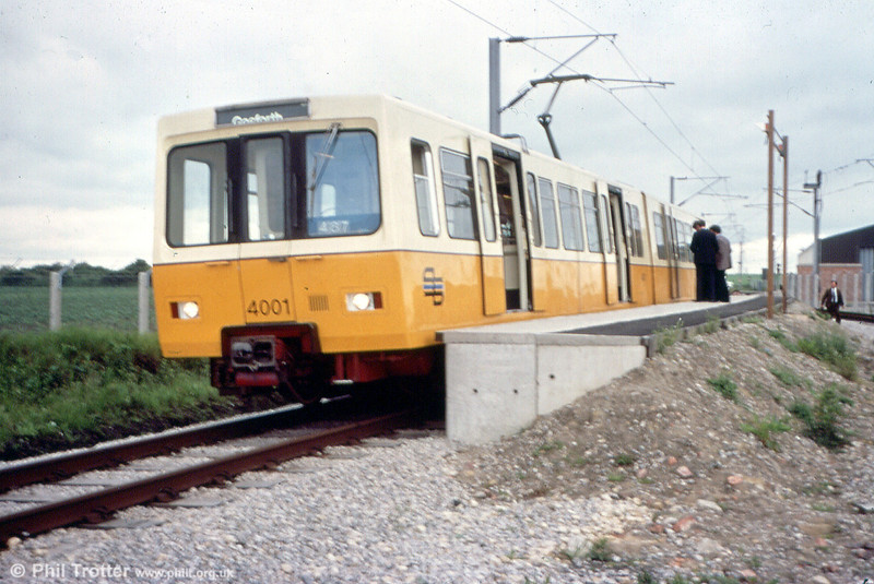 4001, the first prototype car, on the North Tyneside test track in about 1976. Note the central door in the front of the unit; these were discontinued from 4003 onwards and 4001 & 4002 later modified.