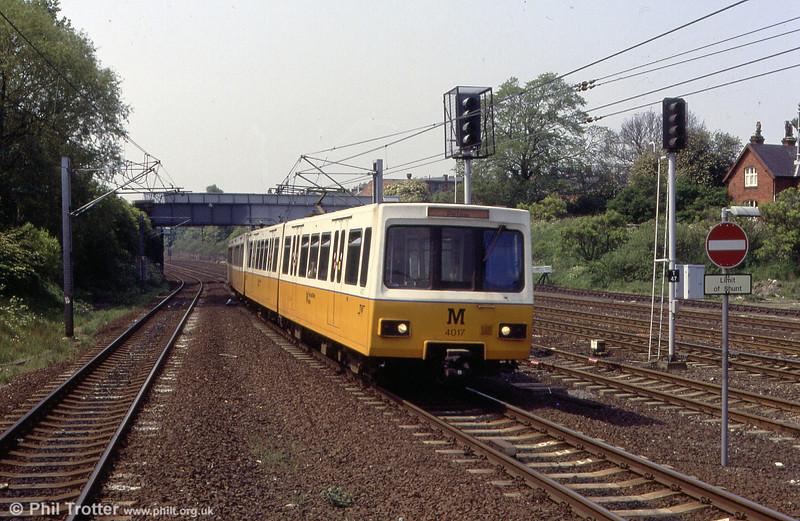 4017 at Pelaw on 25th May 1992.
