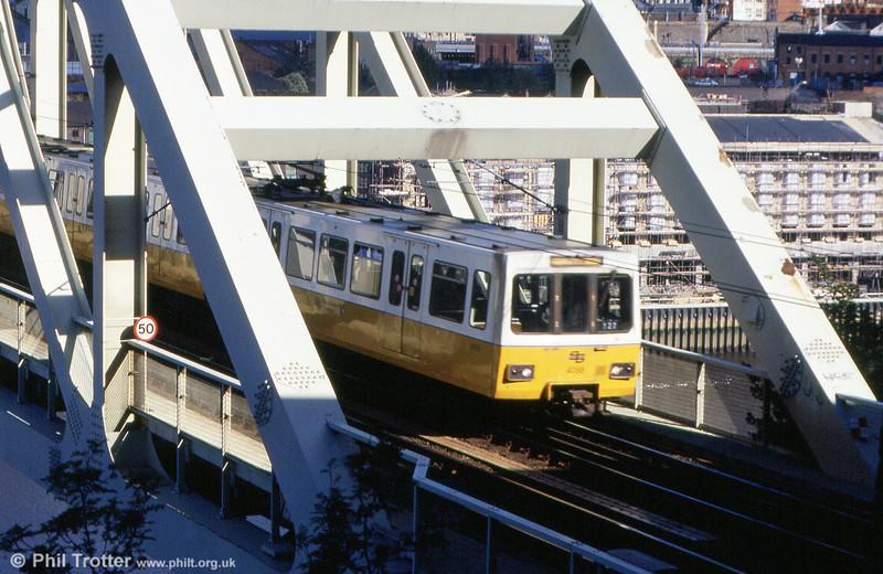Tyne & Wear 4058 crossing the Tyne Bridge, 4th September 1990.