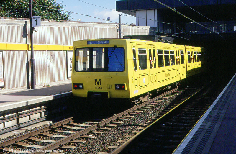 4044 painted in yellow livery to mark the 150th Anniversary of the Brading Junction Railway at Byker, on 4th September 1990.