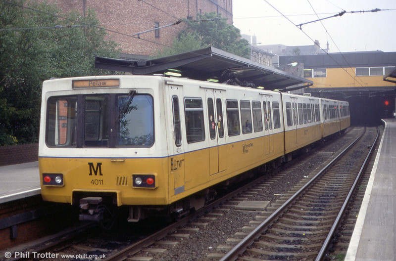 4011 at North Shields on 24th May 1992.