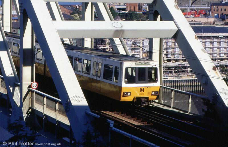 4023 on the Queen Elizabeth II Bridge over the River Tyne on 4th September 1990.