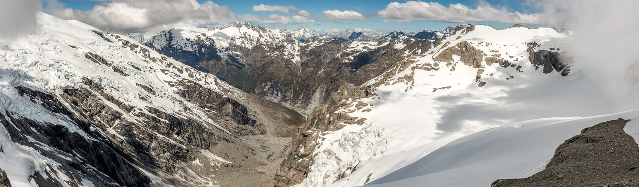 Panorama from the shoulder of Mount Gates: Twin Icefalls, Joe Glacier, Derivation Icefall and Derivation Névé (foreground); Mount Ian, O'Leary Pass, Mount Tewha and Richardson Mountains (background).