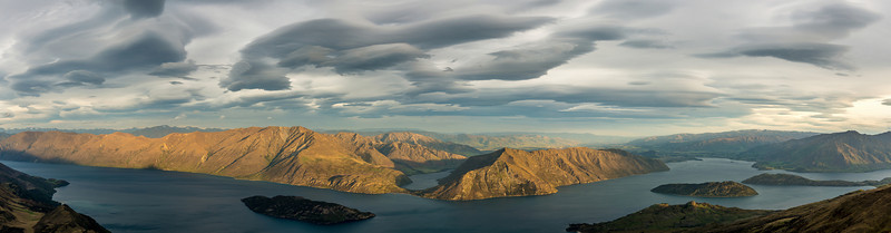 Hogsback cloud over Lake Wanaka